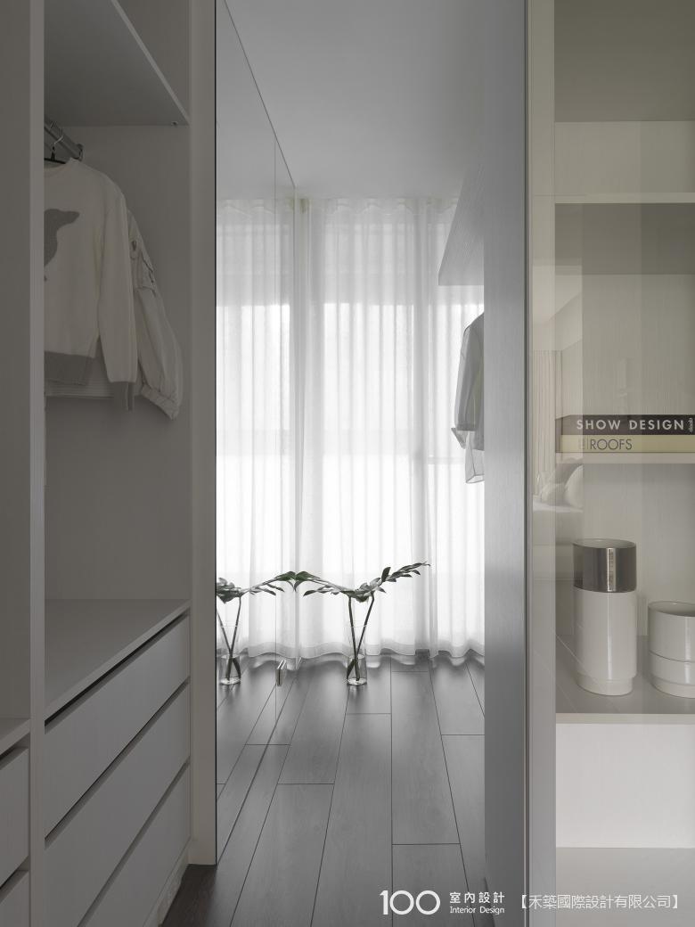 簡約風更衣室